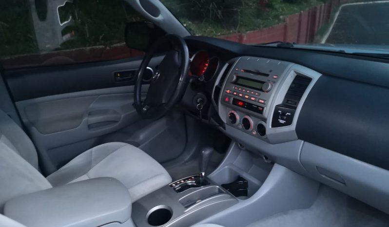 Toyota Tacoma 2006, recien ingresado, 4 puertas, automatico, 4x2 , aire acondicionado funcionando, tapiceria al 100, nada que invertir, documentos en orden. Q. 59000.00 precio negociable información comunicarse al tel. 41041494